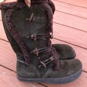 Super comfy suede boots size 11women AS NEW